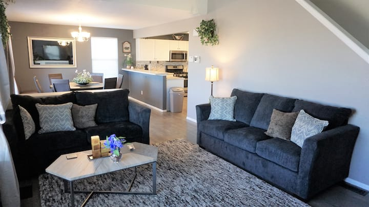 Comfy Home with Private Rear View & More!!!