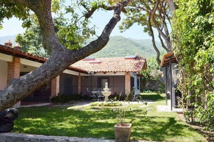 'Galeanas' - Spacious Hacienda Elegance (Centro!!)