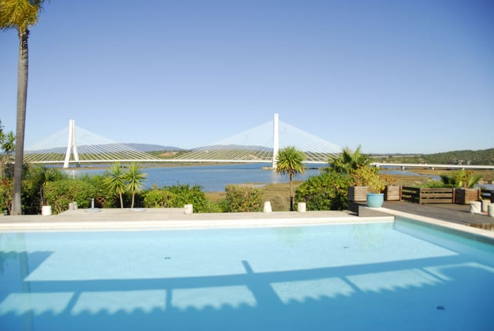 Maison avec 3 chambres et piscine vue riviére - Ferragudo - Huis