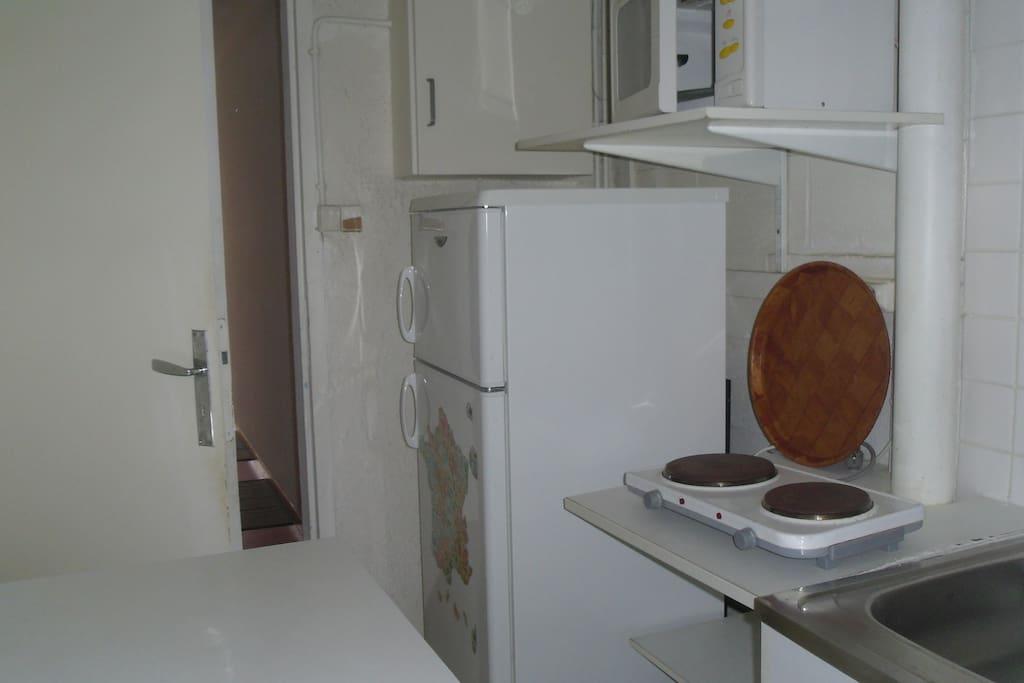 tout ce qu'il faut dans la kitchenette!