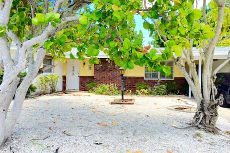 Sunny 2BD house with private beach - 長船礁(Longboat Key) - 獨棟