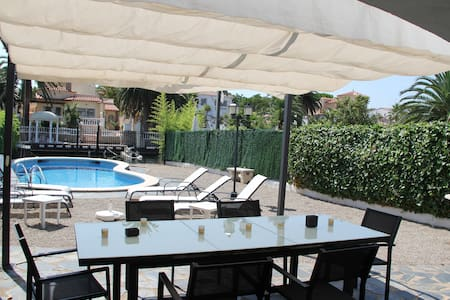 007 Chalet with moorage and pool - Empuriabrava