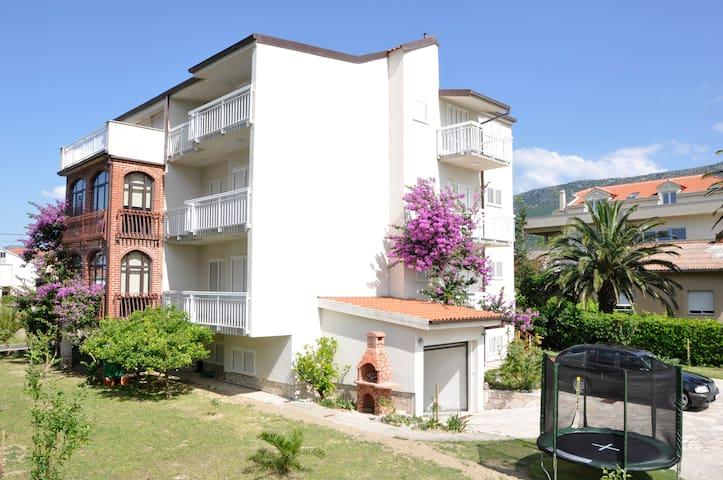 Villa Flora - Kaštel Gomilica - Villa