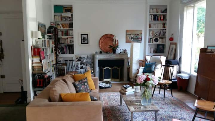 Sunny beautiful appt 16th/15min from Eiffel Tower.