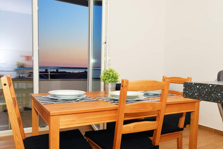 Elegant & Modern Private Apartment in Center |1S