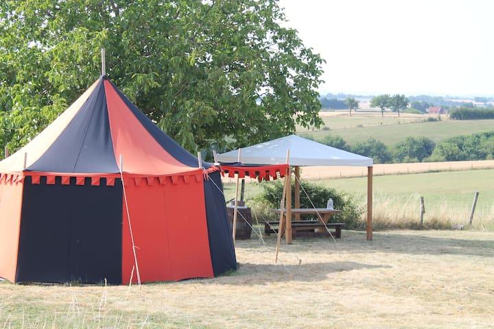 Tente et hutte médiévales - Tanus