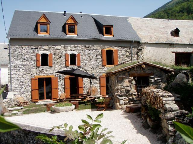 Gîte de charme, Vallée du Louron - Cazeaux Fréchet Anéran Camors - Dům