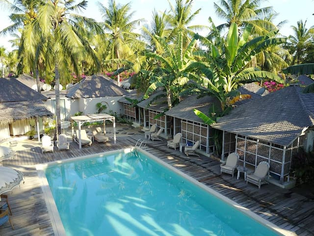 Luxury Bungalow in front of pool at Gili Trawangan