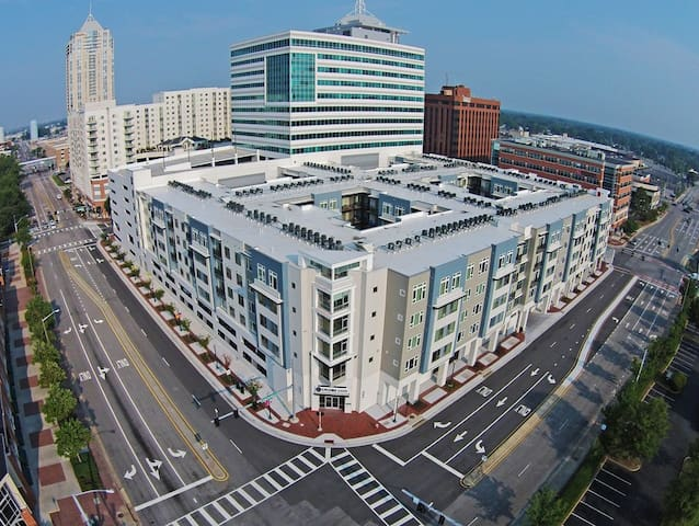 Fun 1 bed with a city view in Va Beach! (127)