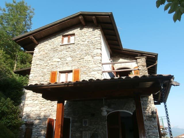 Lovely  double room in villa - Plesio - House