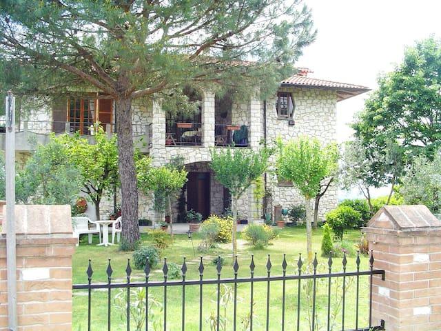Casa Julian - Limone apt. lovely, 'light n airy' - Gioiella - Apartemen