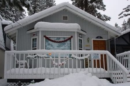 WINTER IN THE MOUNTAINS, COZY 2BR 2BA CABIN W/ SPA - Big Bear Lake