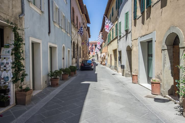 Bernini's place - Town Centre Apartment