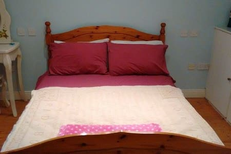 Cosy ensuite double room in converted cottage - Fermoy - 独立屋
