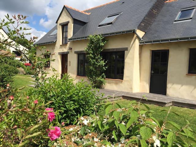 Maison de charme en chanvre & chaux - Plougoumelen  - House