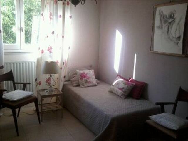 Nice private room in secured and quiet complex - Marseille - Apartment