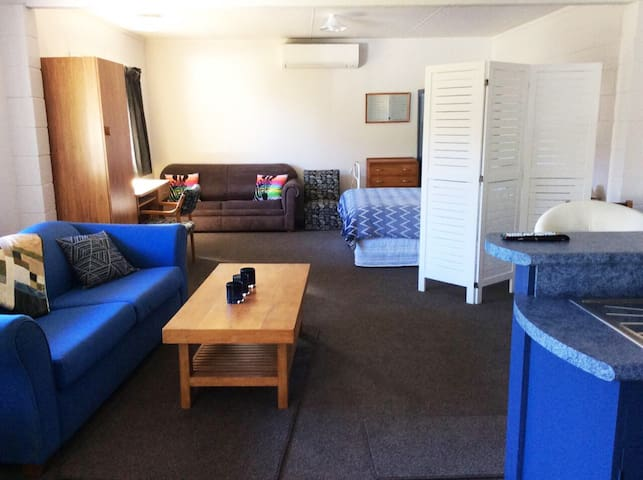 Lake Taupo Apartment close to town + lake