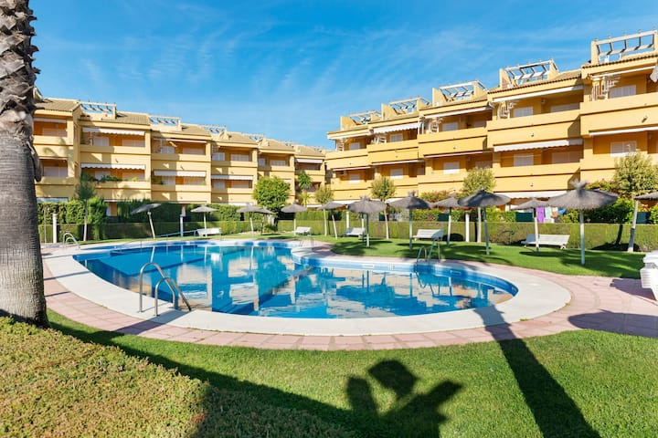 Lovely Holiday Home in Islantilla with Swimming Pool