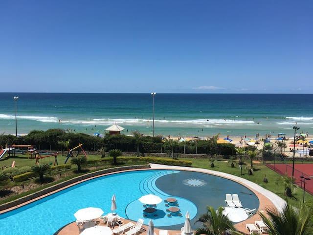 Vista piscina do apartamento