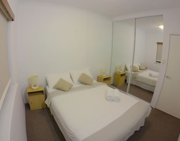 Perfect Location w/ Private Bathroom - Pool/Bbq - West Perth - Appartement