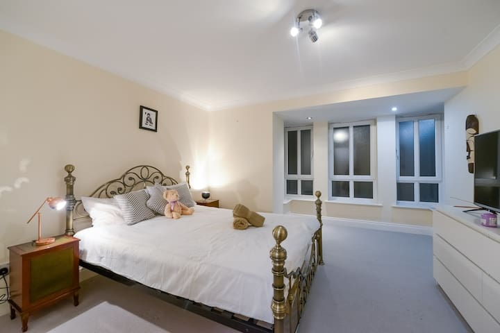 Spacious Flat Close to Central London - London - House
