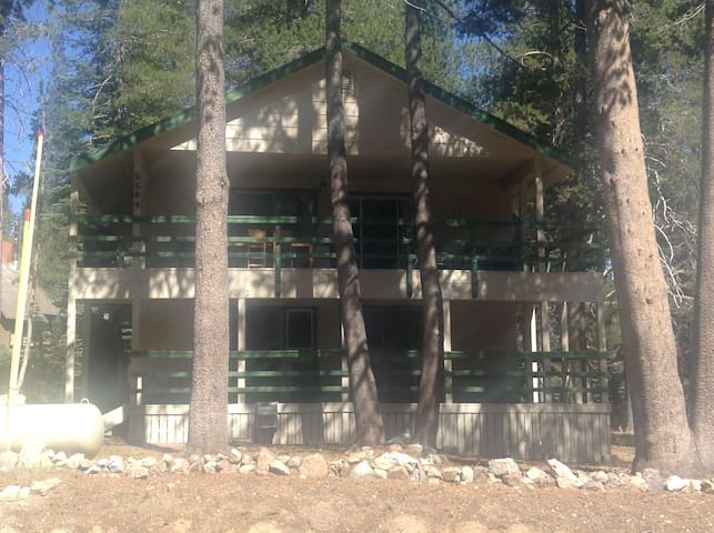 Spacious mountain cabin - Soda Springs - Huis