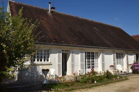 Maison familiale La Maladrerie - Chablis - Hus