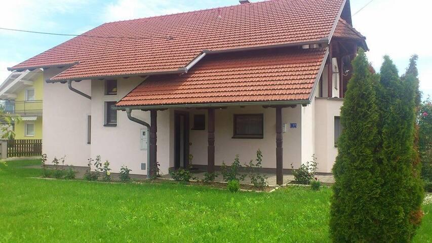 Wohnung-Haus Zagreb - Dumovec