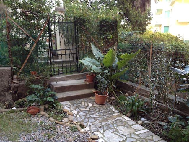 monolocale con giardino 100mt/mare