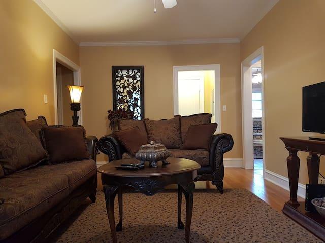 Elegant Accommodation - Oak Park Art District