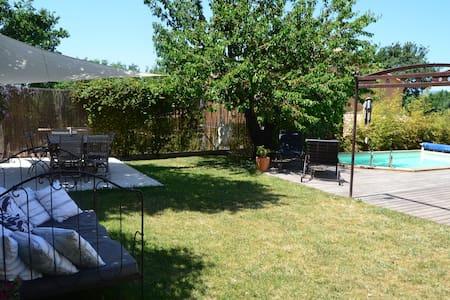 Maison, jardin provençal, piscine - La Bastidonne