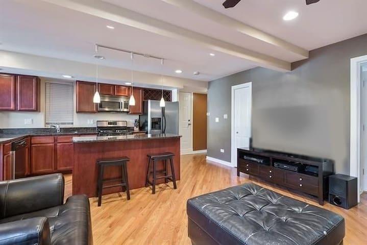 Lincoln Square condo, great for couples & families - Chicago - Apartamento