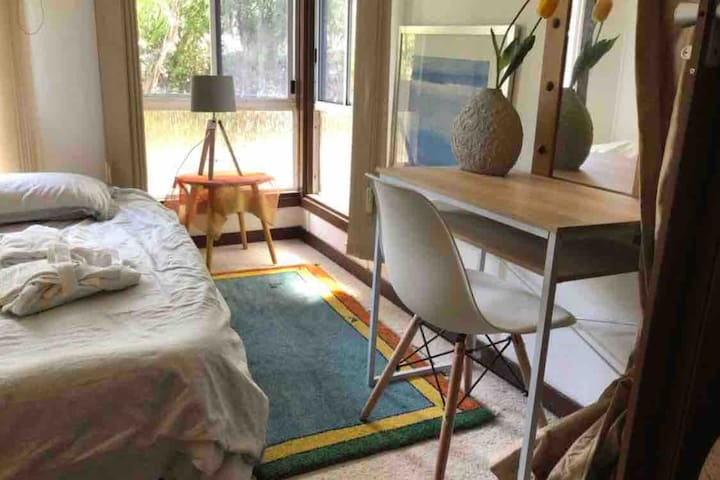 A serene cottage in the middle of trendy bulimba