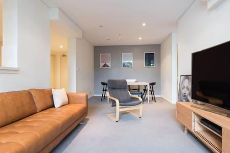 Oversized Modern One Bedroom + Study Apartment - Waterloo - Apartamento