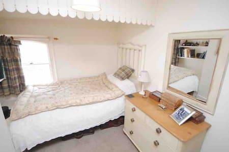 Corner Cottage B&B. Delightful Single Room