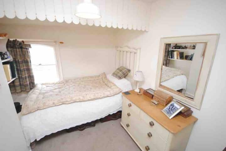 Corner Cottage B&B. Delightful Single Room