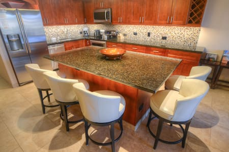 Kamaole Sands 7-404 - Luxury with A/C Throughout - Kihei - Departamento