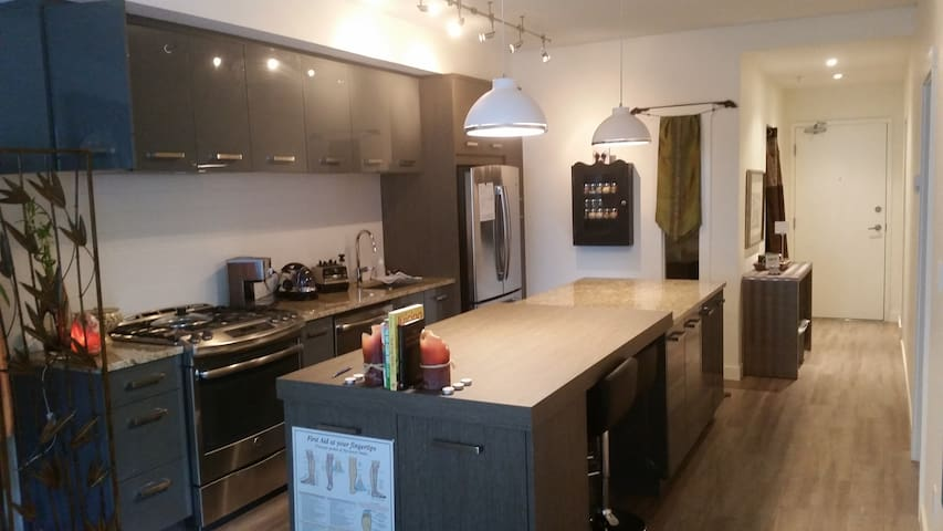 Fresh + trendy, convenient location - Calgary - Apartment