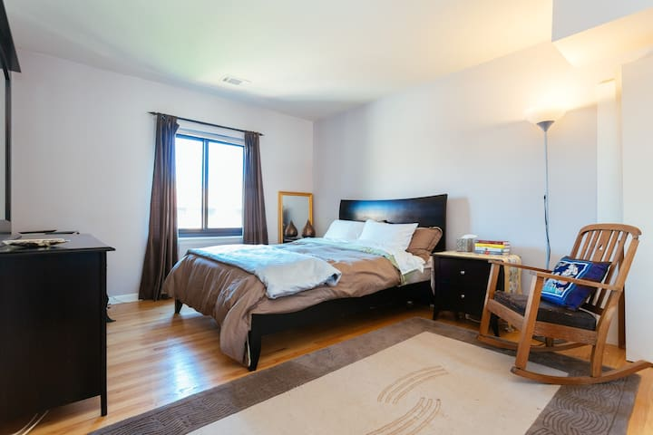 Big Bright Room,steps to NU & train - Evanston - Wohnung