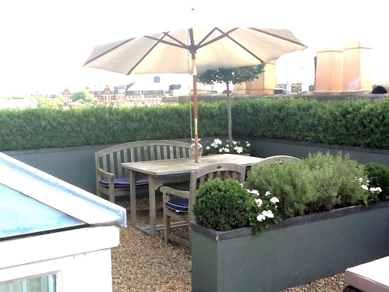 Private roof top terrace Dining Area