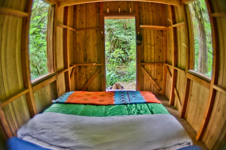 Secluded Glamping Cabin Near Creek - Molalla - Cabaña