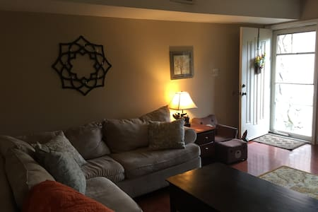 Kidfriendly townhome on cul-de-sac - Philadelphia