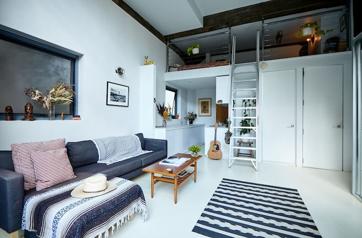 Stylish Loft Apartment In Surry Hills