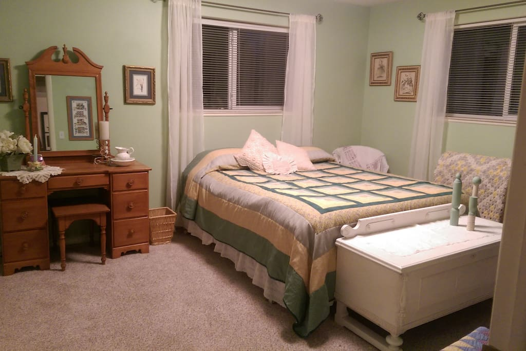 Queen size bed in shabby chic decor.