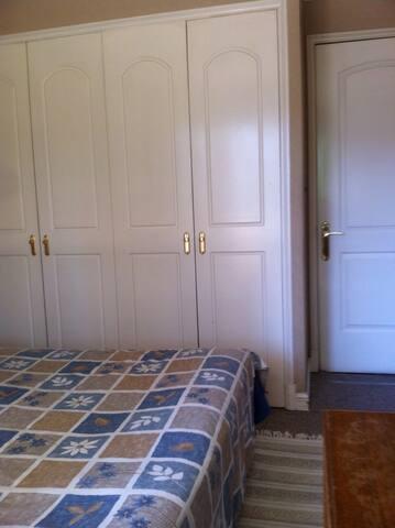 Amplio y céntrico dormitorio - Talca - Byt