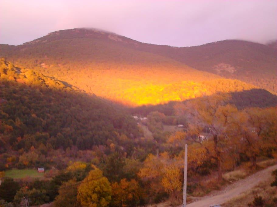 amanecer en otoño desde la casa
