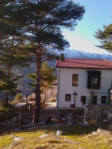 A room in the mountains. CERCEDILLA - Cercedilla - Rumah