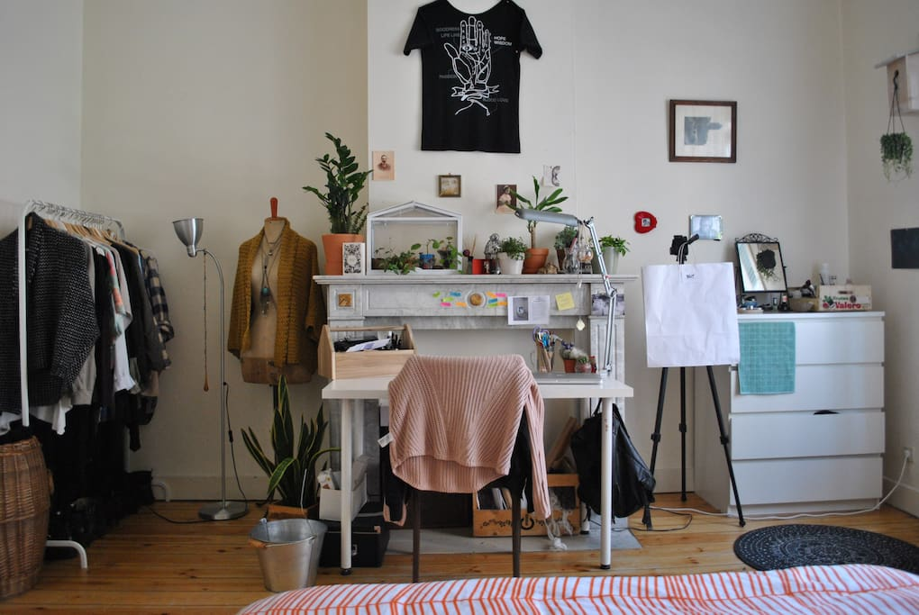 Espace bureau et rangement vêtements