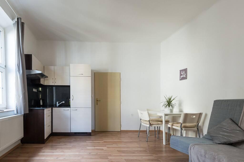 apartment adamovsk wohnungen zur miete in prag. Black Bedroom Furniture Sets. Home Design Ideas
