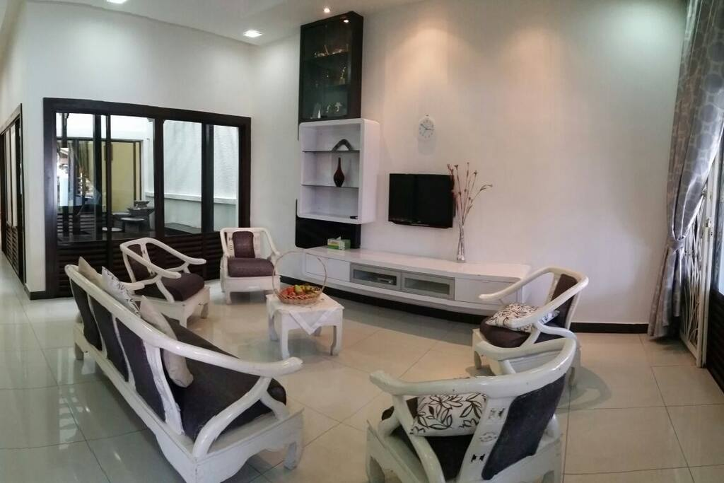 Spacious Living Area equipped with Cable Hypptv